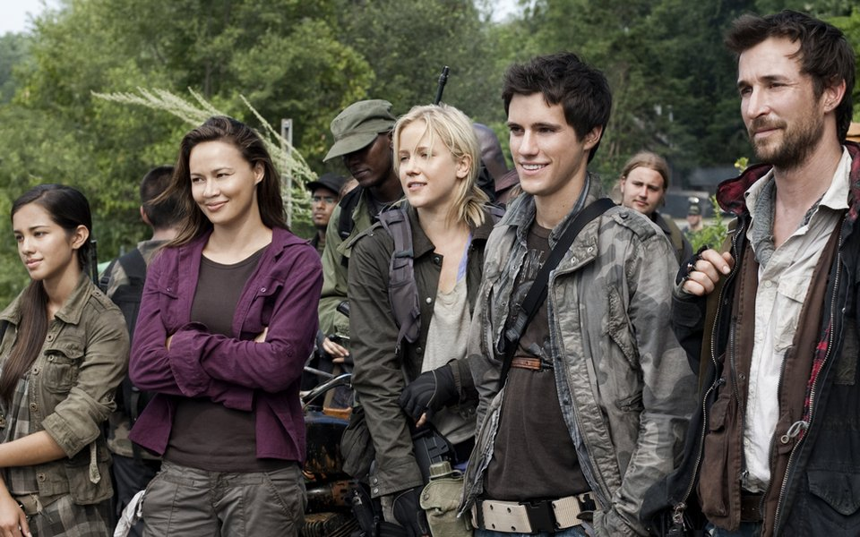 Falling Skies_27_Moon Bloodgood, Jessy Schram, Drew Roy and Noa